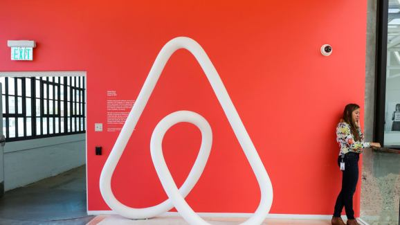 AI predicts Airbnb prices with 69% accuracy